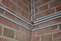 Netzwerkabelverzeigung in Richtung Dach